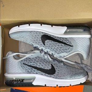 Nike Sequent 2 Running Shoe 4Y / 6.5W Unisex